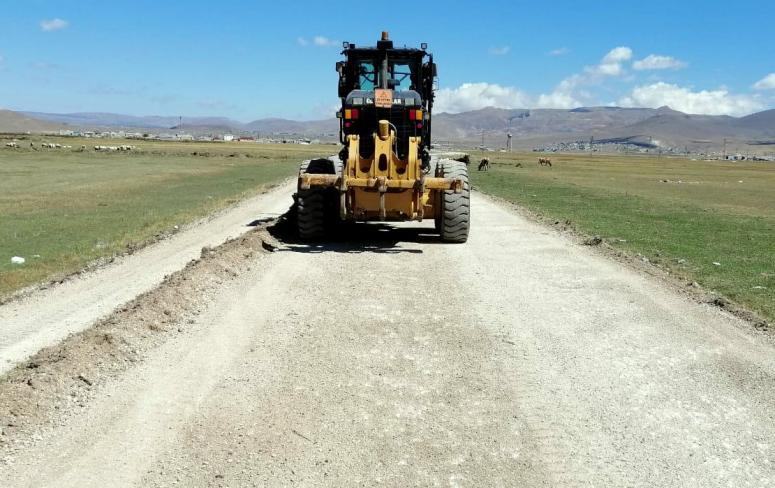 Büyükşehir, Çaldıran'daki yolları yeniliyor