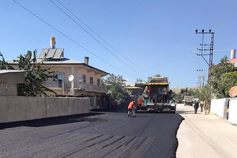 Büyükşehir'den Beyüzümü Mahallesi'nde asfalt çalışması...