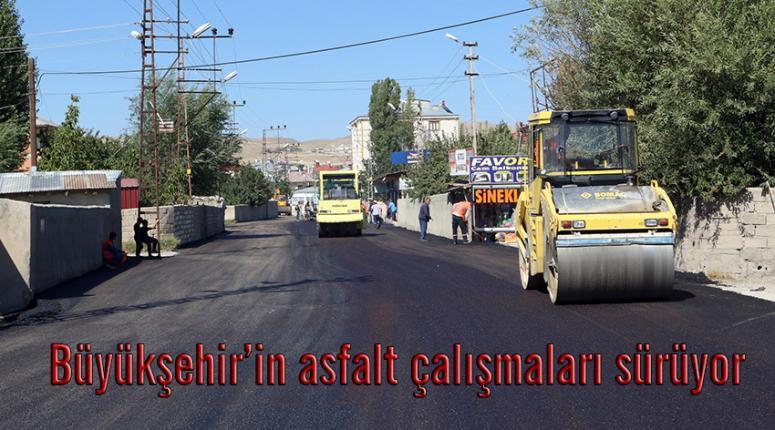 Tuşba'daki Fatih Caddesi'nde asfalt serimi...
