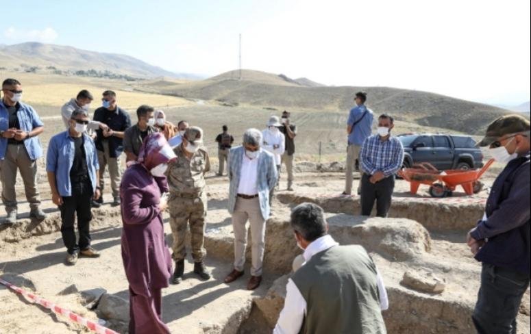Vali Bilmez Çavuştepeki kazı alanında inceleme yaptı