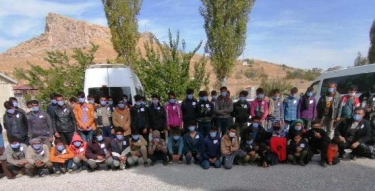 Van'da ikisi ölü 72 göçmen yakalandı