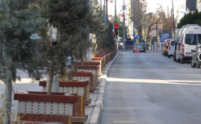 Van'da cadde ve sokaklarda sessizlik...