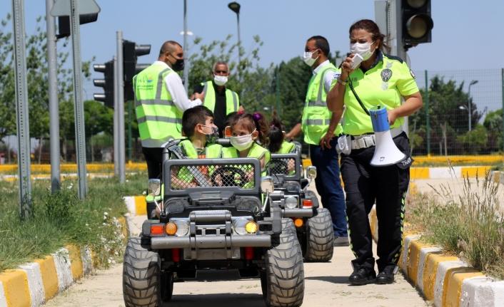 Büyükşehir'den çocuklara trafik eğitimi