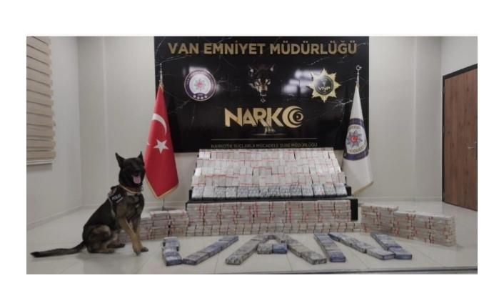 Edremit ve İpekyolu'nda 300 kilodan fazla eroin ele geçirildi