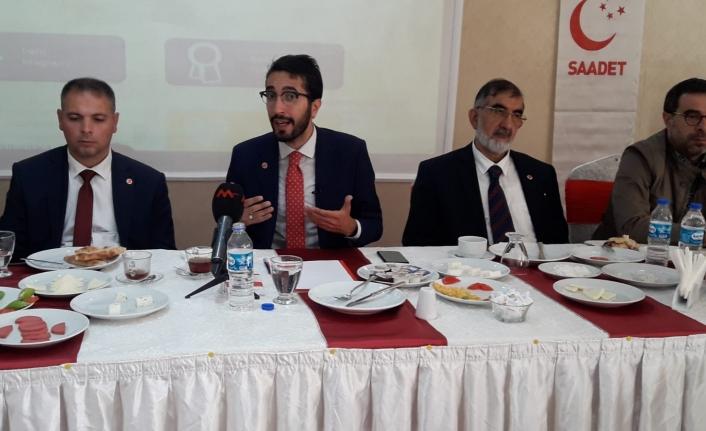 Saadet Partisi heyeti gazetecilerle bir araya geldi