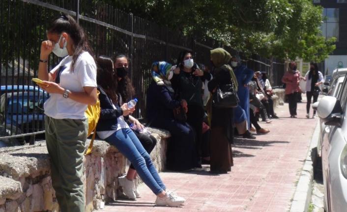 Van'da 25 bin 160 öğrenci ter döktü