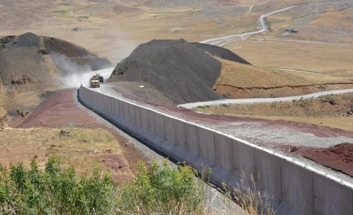 Düzensiz göçmen geçişleri sınır duvarlarıyla engellenecek