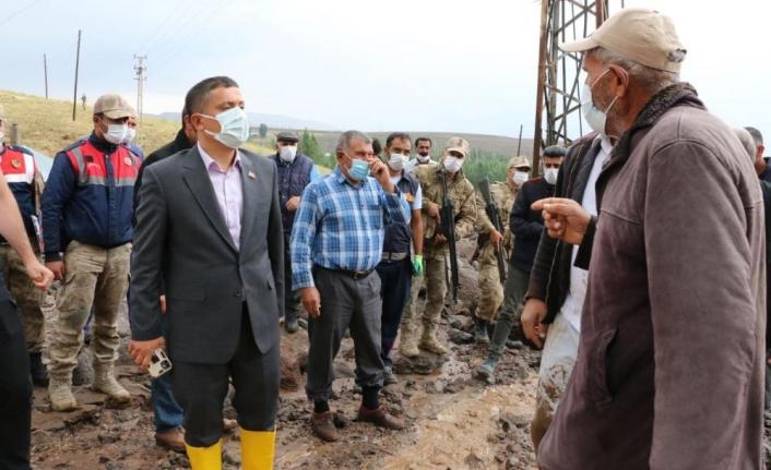 Erciş'te sel felaketi: 15 hayvan telef oldu
