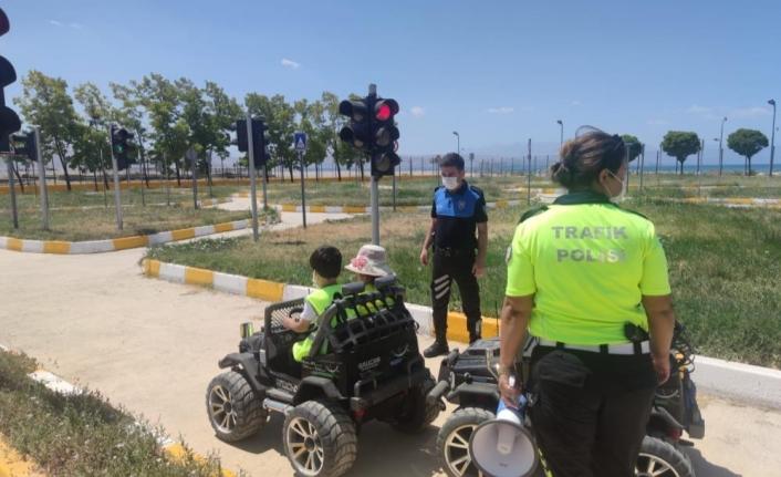 Van polisinden miniklere trafik eğitimi