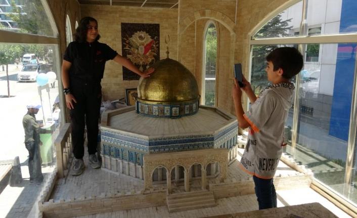 Van'da 'Minia Kudüs' TIR'ına ilgi…