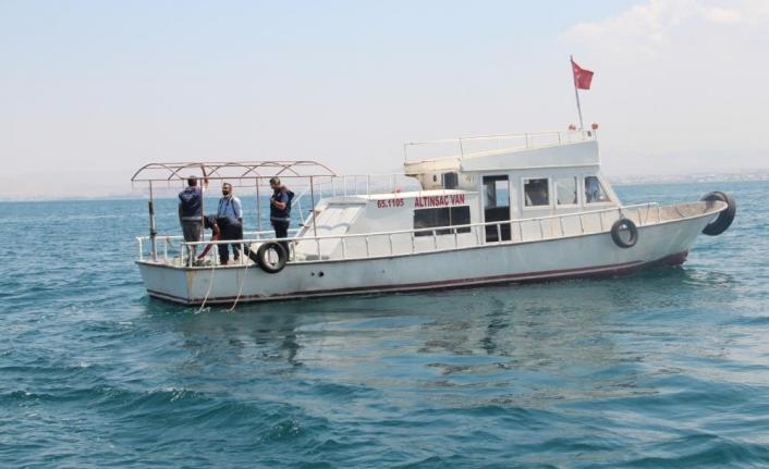 """Vanlı balıkçılar """"Vira Bismillah"""" dedi"""