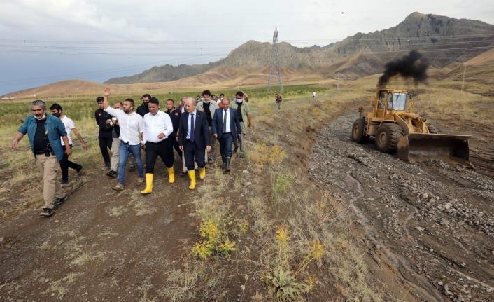 Büyükşehir, Bostaniçi ve Karpuzalan'daki su taşkınlarına müdahale etti