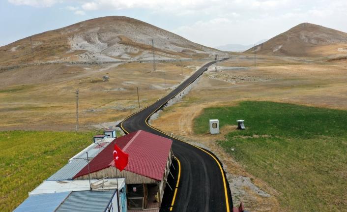 Büyükşehir, Çaldıran Kayak Merkezi'nin yolunu asfaltladı