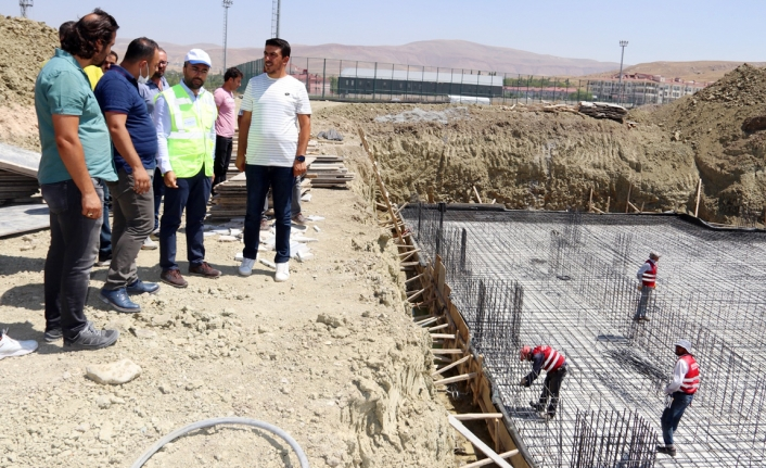 Edremit'e 'Kapalı Yüzme Havuzu' ve 'Gençlik Merkezi' yapılıyor