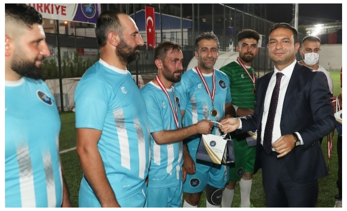 Futbol turnuvasının şampiyonu Karpuzalan...
