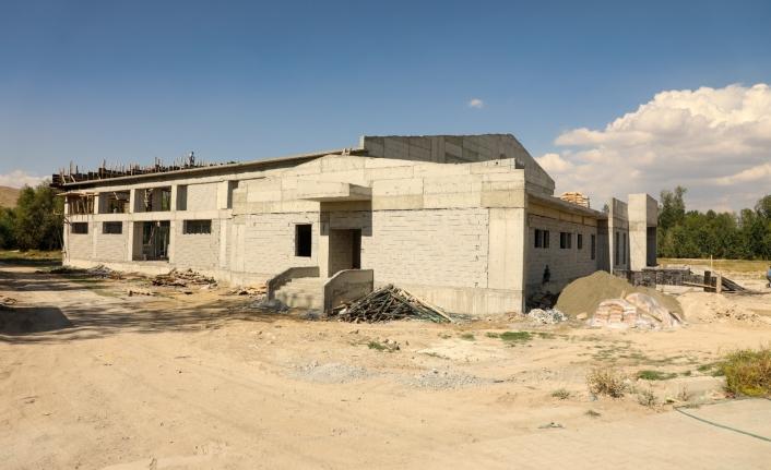Gürpınar Belediyesi'nin spor tesisleri yükseliyor