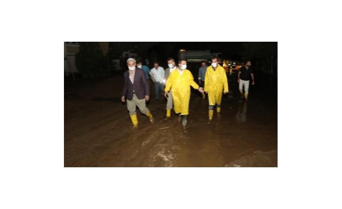 İpekyolu Belediyesi'nden, meydana gelen sele anında müdahale...