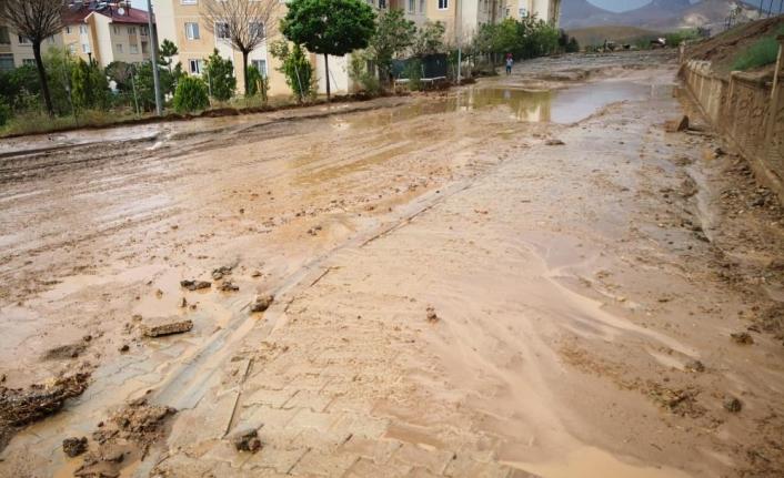 İpekyolu'nda birçok yeri su bastı