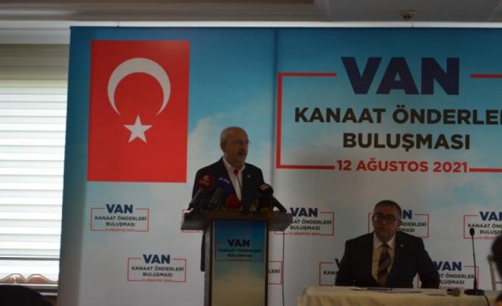 Kılıçdaroğlu, Van'da kanaat önderleriyle bir araya geldi