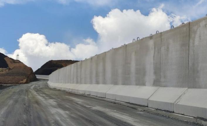 Sınırda duvar çalışmaları sürüyor