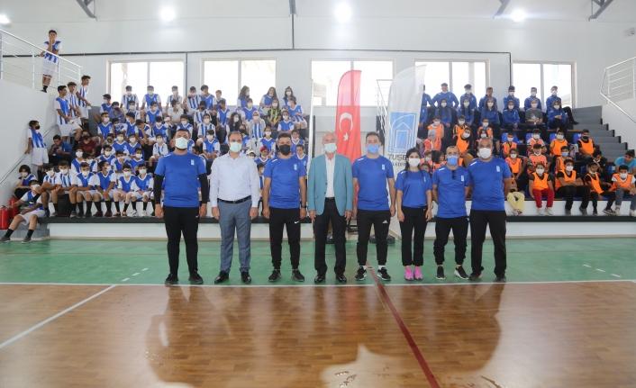 Tuşba Belediyesi'nden sporculara malzeme desteği