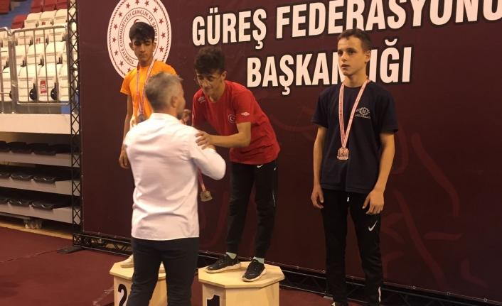 Vanlı Güreşçi Şervan Çınar Türkiye şampiyonu…