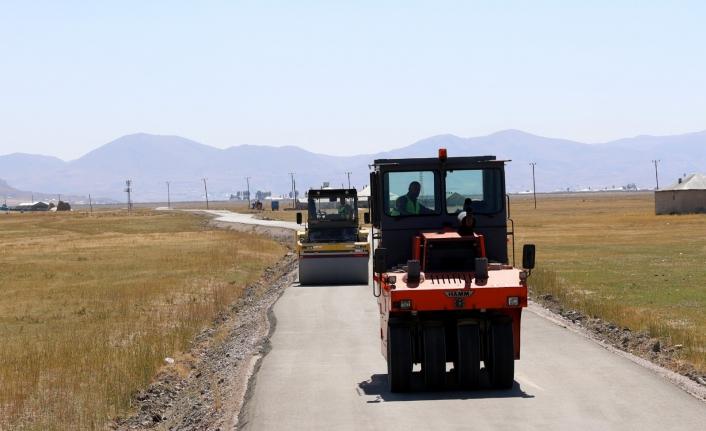Büyükşehir'den Çaldıran'a beton yol hizmeti