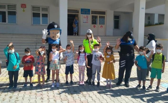 Edremit'te 100 öğrenciye trafik eğitimi verildi