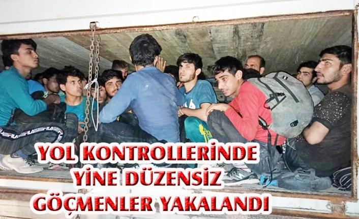 Gevaş'ta çimento yüklü kamyonda 78 göçmen yakalandı