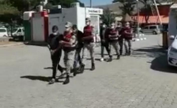 İnsan kaçakçılığı yapan 2 kişi tutuklandı
