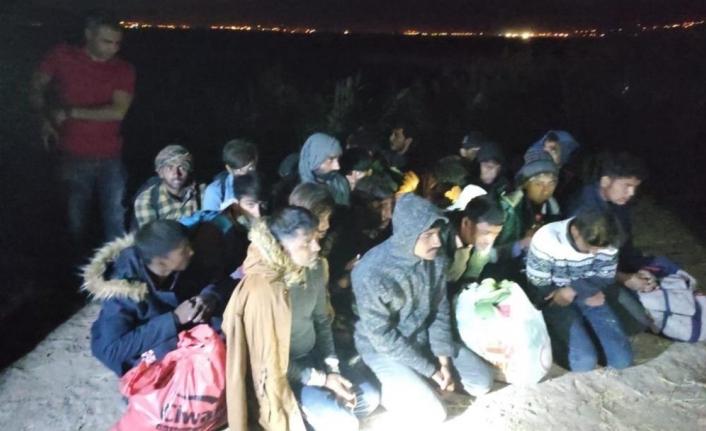 Muradiye'de 27 düzensiz göçmen yakalandı