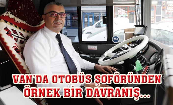 Otobüs şoförü fenalaşan yolcuyu hastaneye yetiştirdi