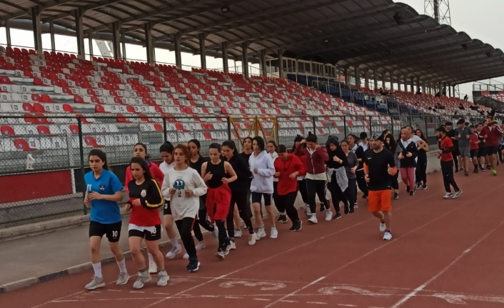 Büyükşehir 30 öğrenciyi üniversiteli yaptı