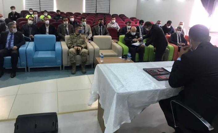 Muradiye'de kurum amirleri toplantısı yapıldı