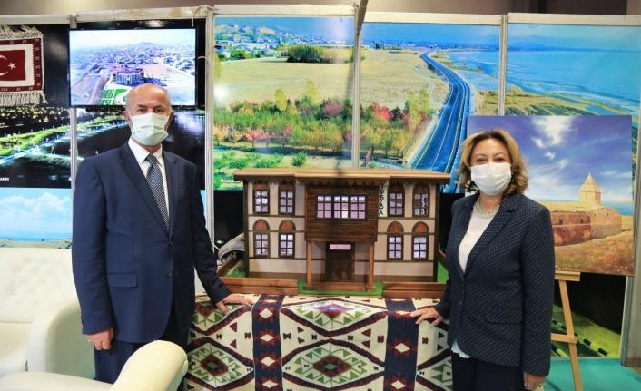 Tuşba Belediyesi'nin standına büyük ilgi