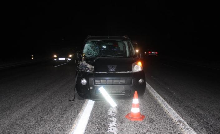 Yolun karşısına geçmeye çalışan yaşlı adama otomobil çarptı