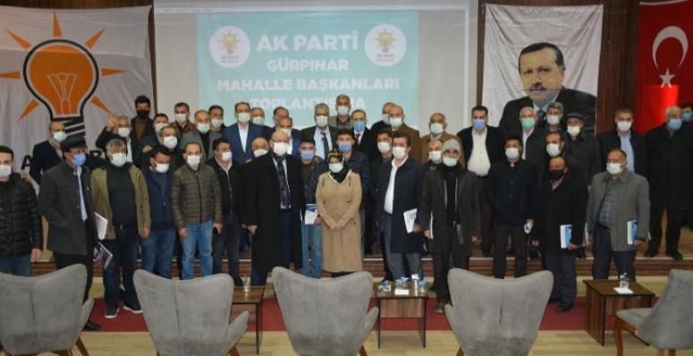 Ak Parti'de mahalle başkanlarına belgeleri verildi