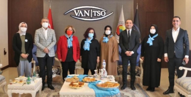'Mavi Fularlılar'dan Van TSO'ya 2 Nisan sürprizi...
