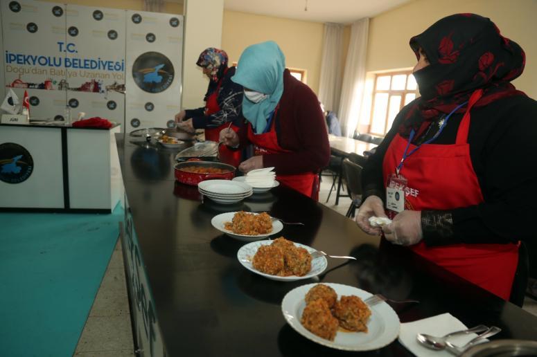 İpek Kadınlar yemek yaparak yarıştı