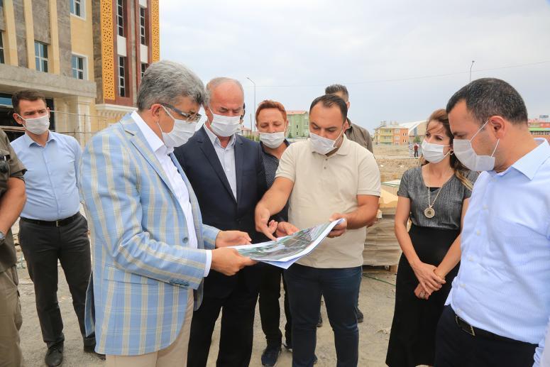 Vali Bilmez, Tuşba Belediyesi hizmet binasını inceledi