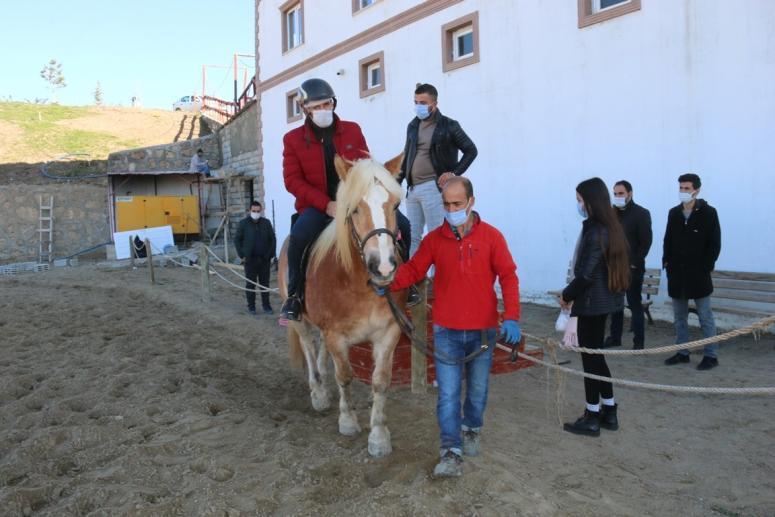 Edremit'te öğretmenler ilk kez ata bindi