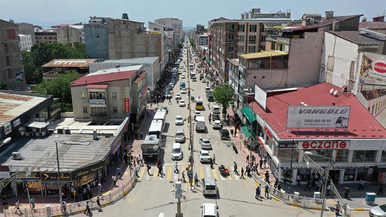Van'daki bir işlek cadde daha yenileniyor