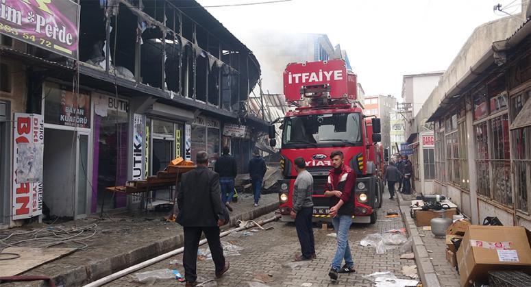 Özalp'taki yangında 100 dükkan küle döndü