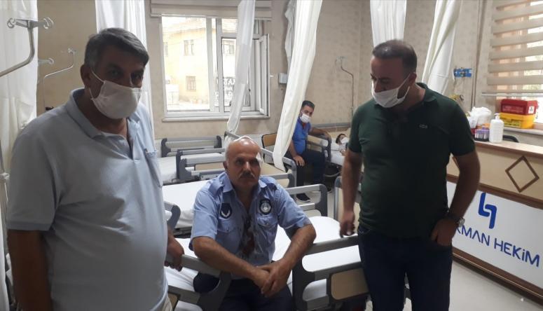 Seyyar satıcılar, zabıtalara saldırdı: 1'i ağır 3 yaralı