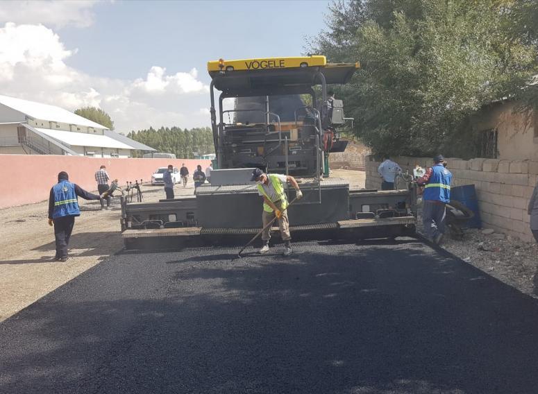 Büyükşehir Belediyesi'nin Erciş'teki çalışmaları sürüyor