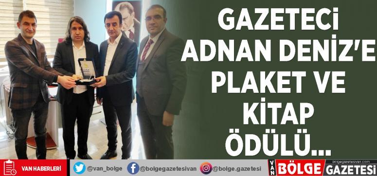 Gazeteci Adnan Deniz'e plaket ve kitap ödülü...
