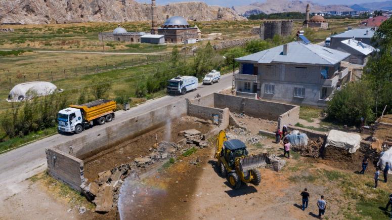 İpekyolu Belediyesi ahır yıkımlarını sürdürüyor