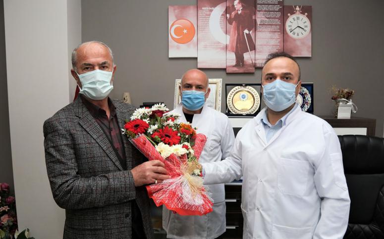 Başkan Akman, sağlık çalışanlarını 'gün'lerinde ziyaret etti