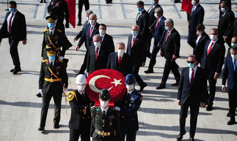 Erdoğan ve devlet erkanı Anıtkabir'i ziyaret etti
