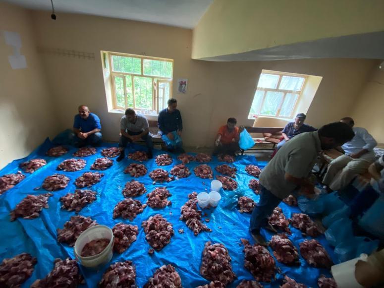 Kurban eti dağıtma geleneği bu yıl da sürdürüldü